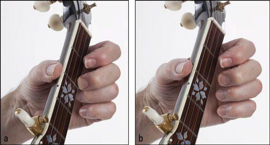 Abspielen einer ersten & # 8208-string Pull & # 8208-off: (a) am zweiten Bund Passungsrost und (b) nach unten ziehen w
