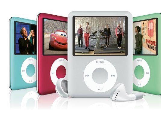 Sehen Sie sich die iPod nano, den kleinsten iPod, das Video anzeigen kann.