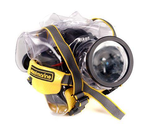 ���� - Ihr Schutz Digitalkamera auf nasser Straße