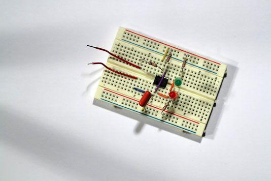 ���� - Prototyp eines elektronischen Coin-Toss Schritt 3: Schließen Sie den Finger-Touch-Schaltung