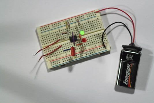 ���� - Prototyp eines elektronischen Coin-Toss Schritt 4: Füllen Sie den Circuit