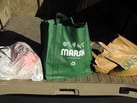 ���� - Die grüne Antwort auf Papier im Vergleich zu Plastiktaschen